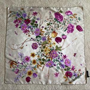 COPY - Gucci silk scarf